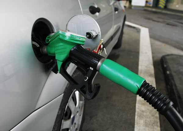 http://www.guidaconsumatore.com/autoveicoli/guida-corretta-per-consumare-meno-carburante.html