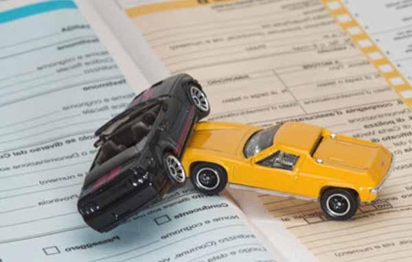 Scegliere tra polizza Rc auto tradizionale e a consumo