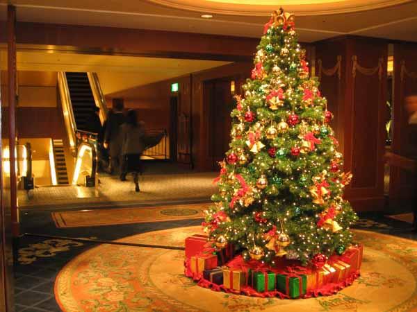 Albero Di Natale Con Decorazioni Blu : Natale preparare e addobbare l albero