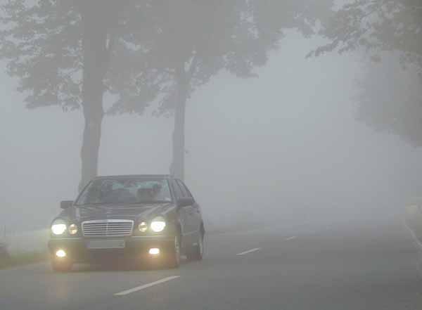 come guidare in sicurezza nella nebbia