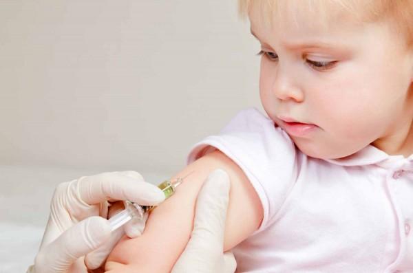 Vaccini per bambini: rischi e controindicazioni