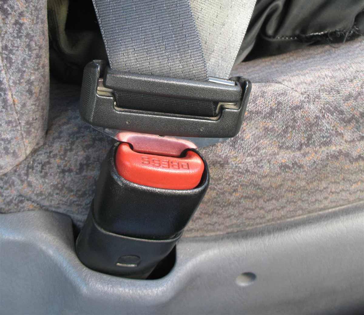 Auto usata: controlli su portiere, sedili e cinture