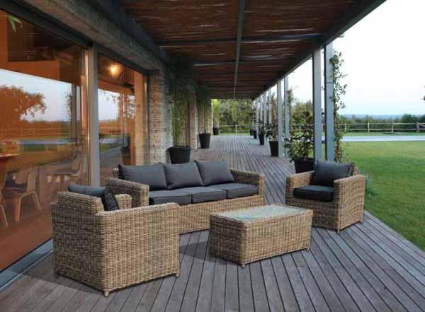 Scegliere i materiali dei mobili da giardino for Arredamento da giardino