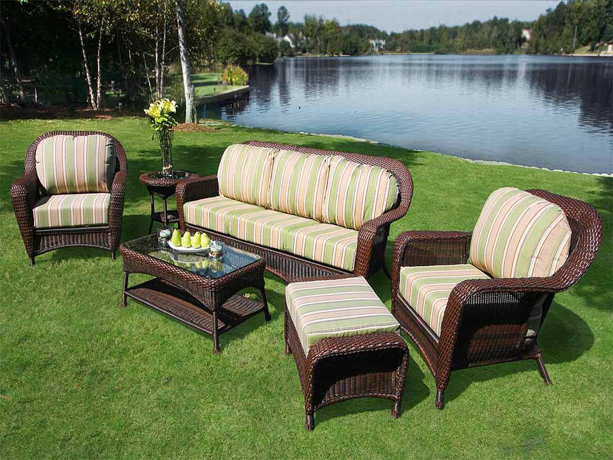 Come scegliere i divani da giardino
