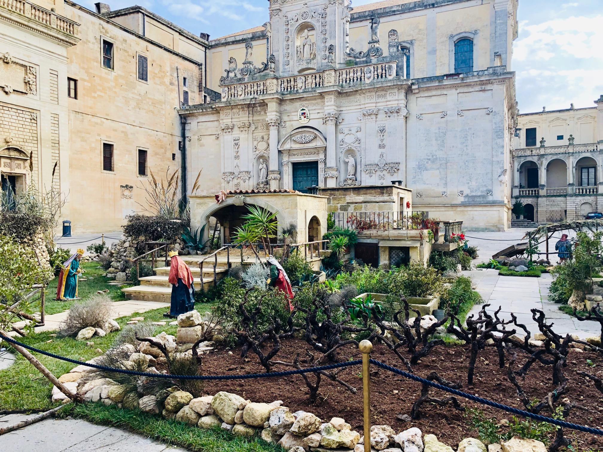 il presepe in pietra leccese esposto in Piazza Duomo - Lecce 2018