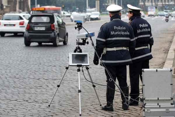 Autovelox e telecamere, come riconoscerli per evitare le multe