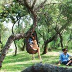Sedute sospese: la nuova frontiera per l'arredo giardino di classe