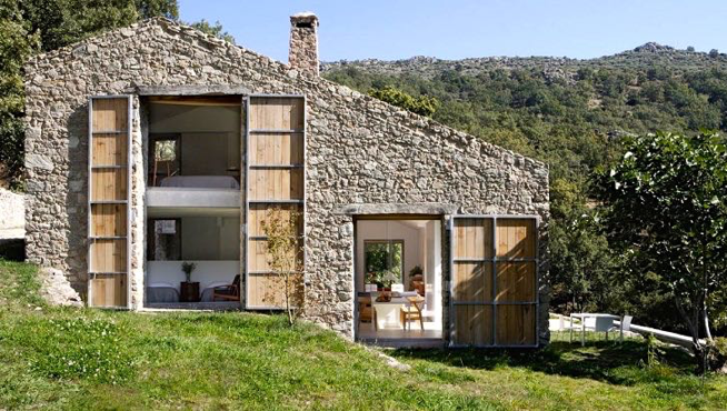 Casa con rivestimento in pietra