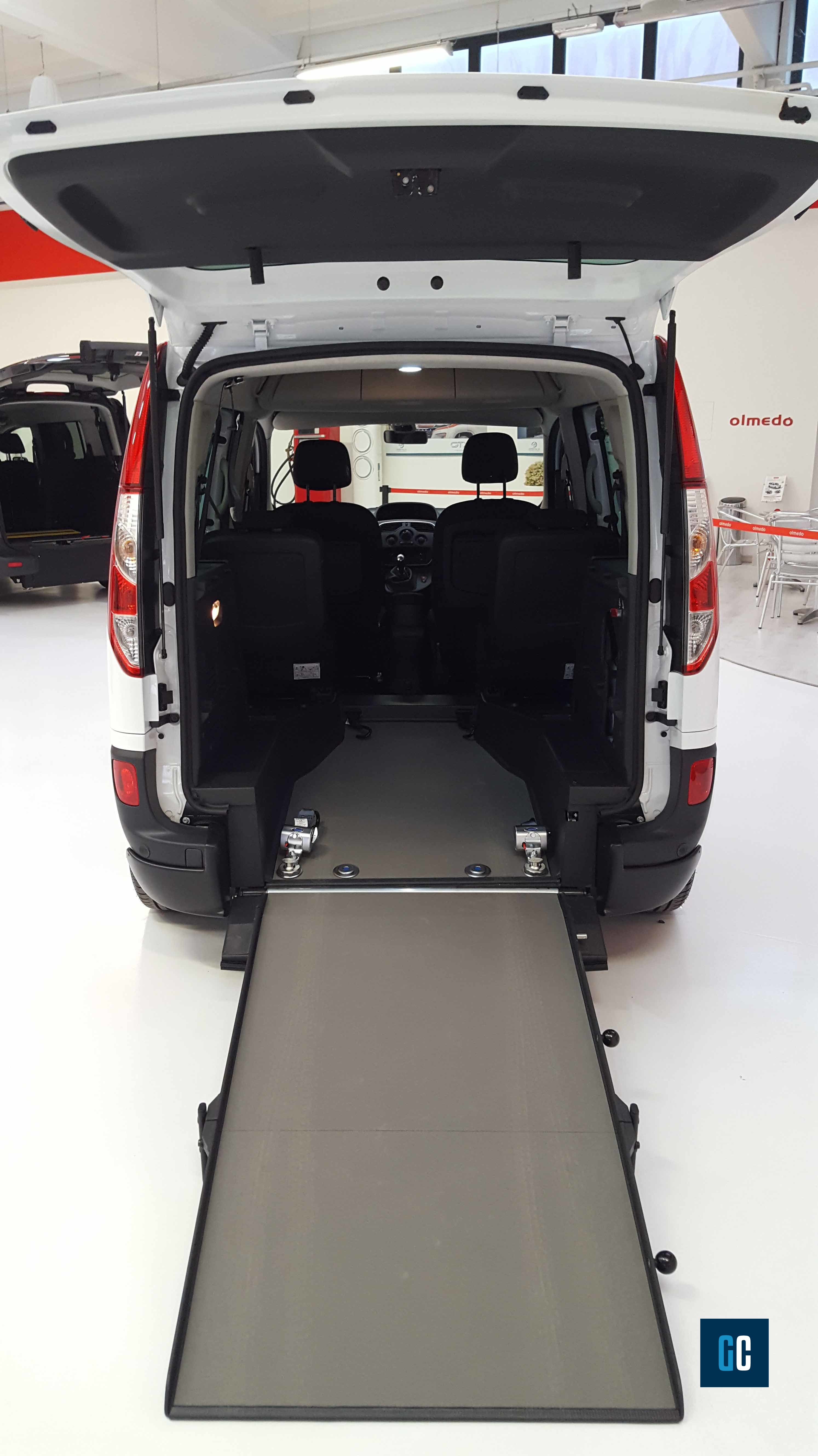 Auto per trasporto carrozzine disabili: quali caratteristiche devono avere?
